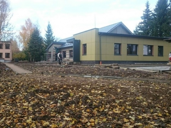 Lapiuose šiuo metu vykdomos bendruomeninių globos namų statybos. V. Kundroto nuotr.