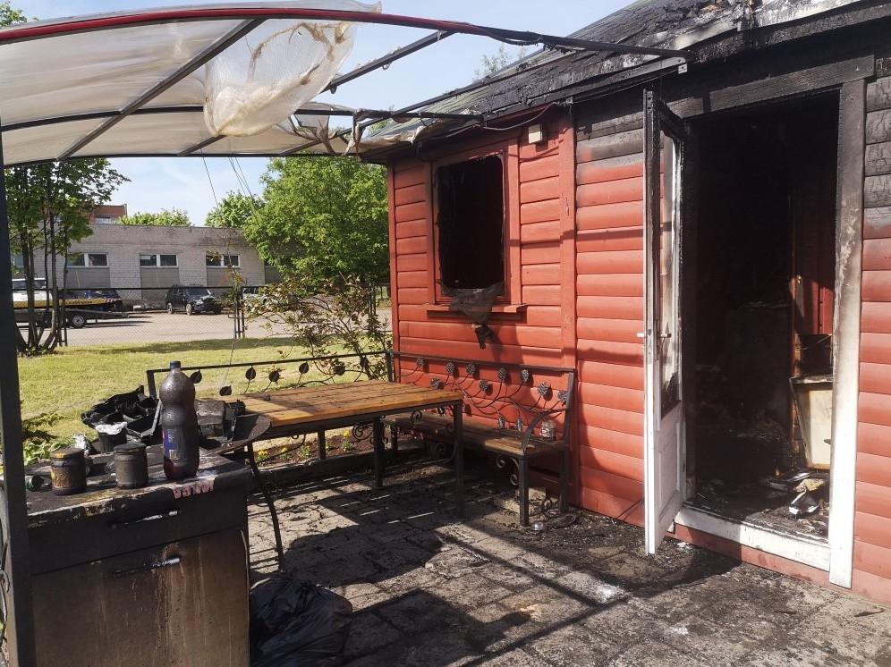 IGargžduose sudegė kebabinė: savininkė prašo pagalbos