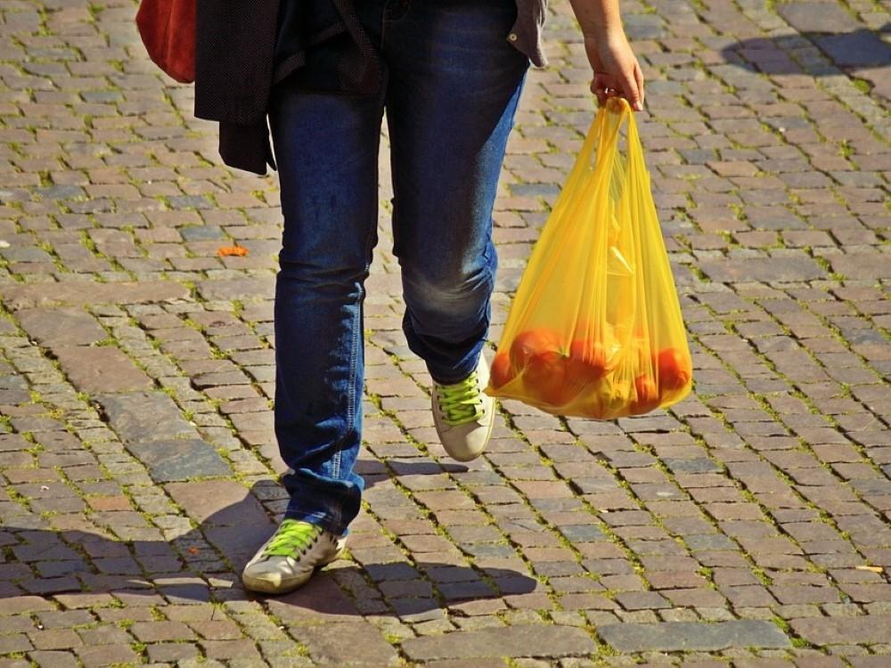 IAplinkosaugininkai kviečia gyventojus naudoti mažiau plastikinių maišelių